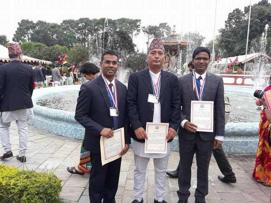 वी.पी. प्रतिष्ठानका डाक्टर नेपाल विद्याभूषणवाट सम्मानित