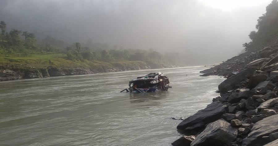 त्रिशूली नदीमा ट्रक खस्दा चालकको मृत्यु