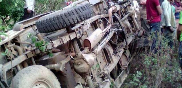 काठमाण्डौबाट धनगढी जाँदै गरेको बस दुर्घटना,७ जना घाइते