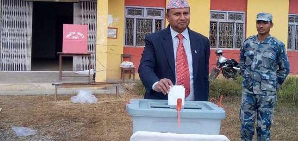 एमाले नेता शंकर पोख्रलले पनि गरे मतदान