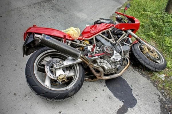मोटरसाइकल पल्टिँदा एकको मृत्यु
