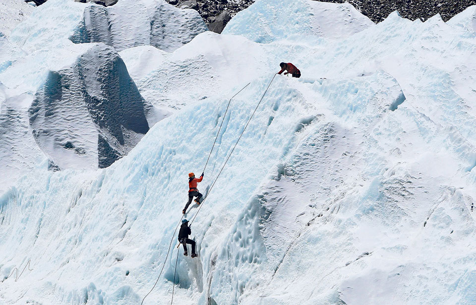 40 climbers conquer Mt Everest in a single day