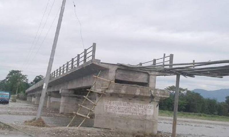 करोडौँको पुल निर्माण अलपत्र