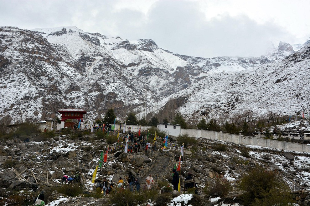 सुर्खेत–दैलेख सीमावर्ती क्षेत्रमा बाक्लो हिमपात