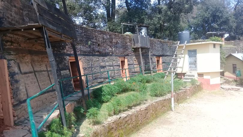 ऐतिहासिक हातहतियार हराउँदा अमरगढी किल्लाको महत्व घट्दै
