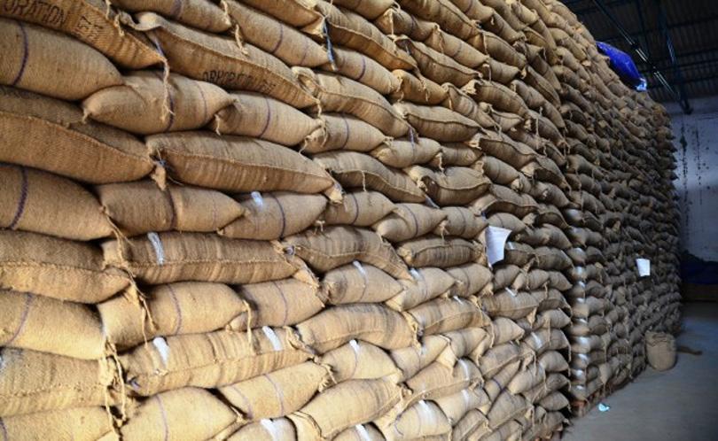 प्रतिवर्ष १९ अर्बको खाद्यान्न आयात