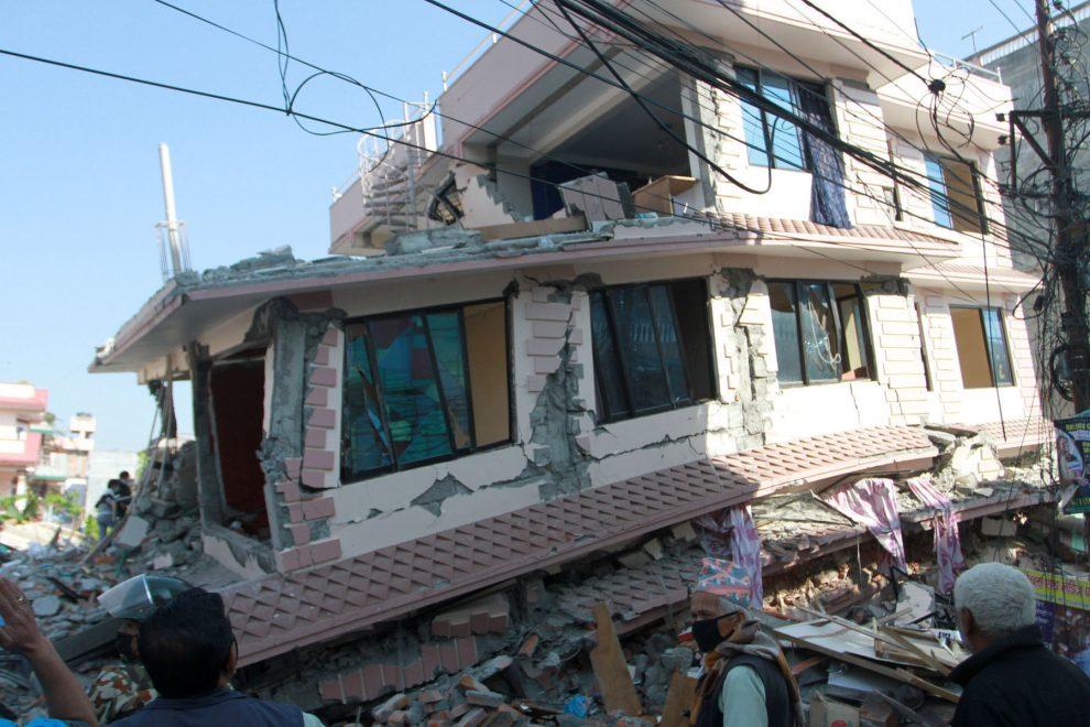 बर्षा आयो ओली सरकार गफमा नै ब्यस्त तर भूकम्पपीडितका  ३२ हजारभन्दा घर अझै बनेनन्