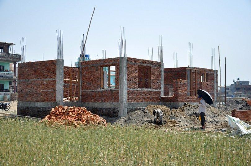 घर निर्माण रोक्न अदालतको आदेश