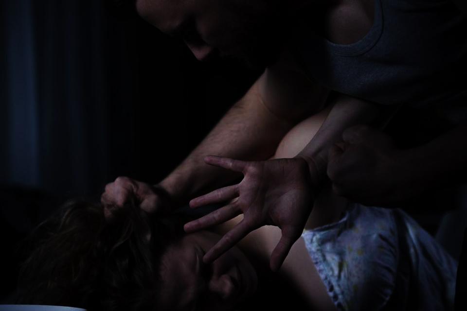 १४ वर्षीया आफ्नै छोरीलाई बाबुले गरे पटक–पटक बलात्कार !