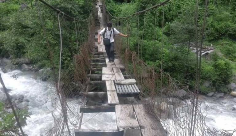 बैतडी–दार्चुला जोड्ने पुल जीर्ण बन्दै