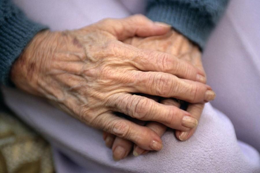 ज्येष्ठ नागरिक– अशक्तको स्वास्थ्य परीक्षण गर्न घरदैलो