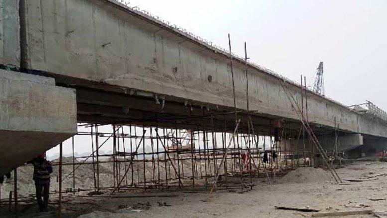 तीन वर्ष बित्दा पनि बनेन पुलः निर्माणाधीन पुल अलपत्र
