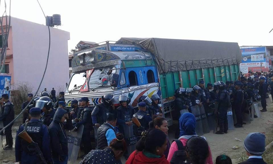 सहचालकले ट्रक चलाउँदाको परिणाम : काठमाडाैंमा तीन पैदलयात्रीको मृत्यु