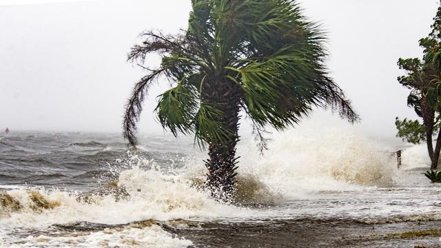 फ्लोरिडाका आँधी पीडितहरुको खोजी र उद्धारको काम शुरु