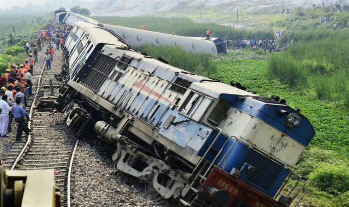 भारतमा भएको रेल दुर्घटनामा करिब साठीको मृत्यु