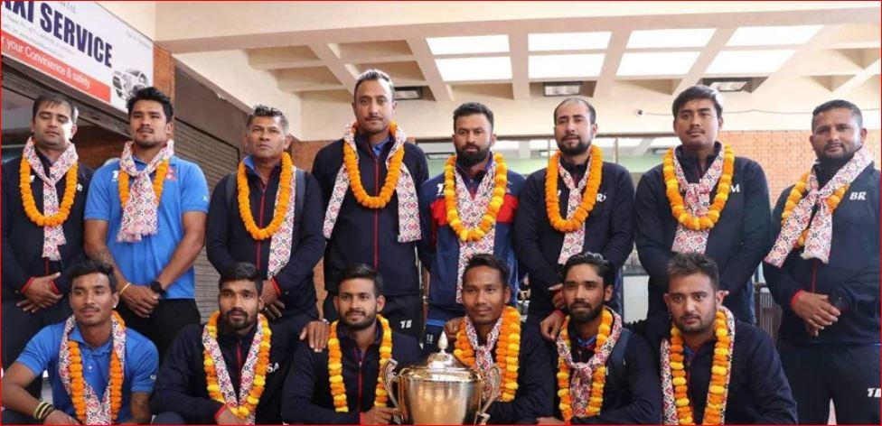 च्याम्पियन बनेर राष्ट्रिय क्रिकेट टोली स्वदेश फर्कियो, विमानस्थलमा भव्य स्वागत
