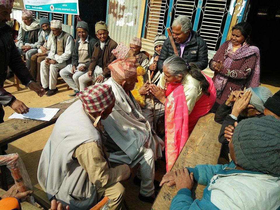 वृद्धवृद्धालाई शान्ति समाजको सहयोग