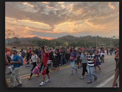 आप्रवासन सङ्कटः होन्डुरसका हजारौं नागरिक सीमामा अलपत्र