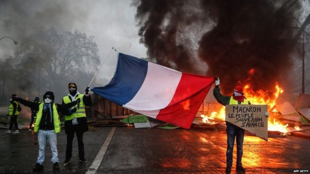 मूल्यवृद्धिको विरोधमा फ्रान्समा प्रदर्शनले उग्र रुप लियो