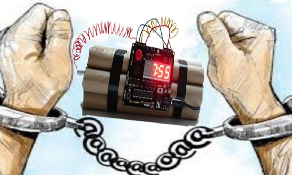 कार्यालयमा लुकाएर राखिएको बम फेला, पाँच पक्राउ