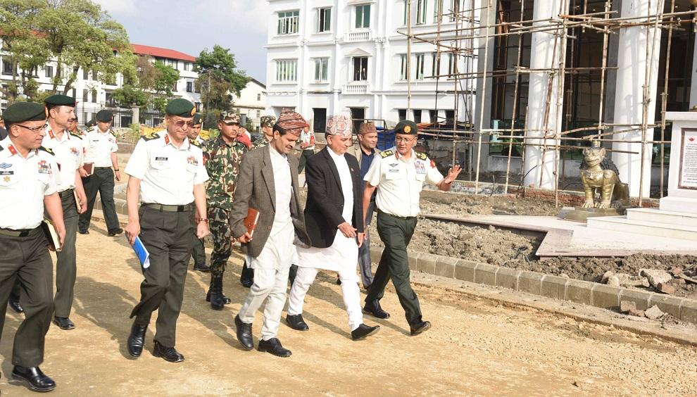 निर्माणाधीन सैनिक मुख्यालय भवनको रक्षामन्त्रीद्वारा अवलोकन