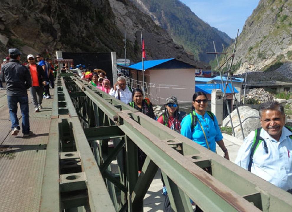 तीन महीनाको अवधिमा ६० भन्दा बढी देशका पर्यटक मितेरी पुलबाट जाने-आउनेको सङ्ख्या बढ्दै