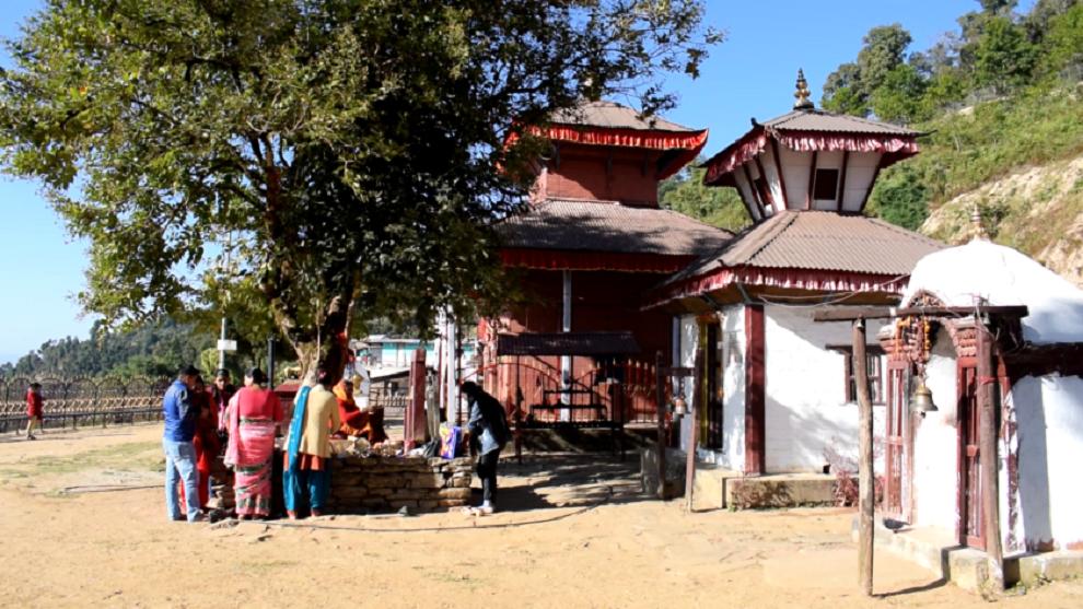 काँग्रेसका नेता सिंहद्वारा सिद्धकाली मन्दिरमा ताम्रपत्र अनावरण