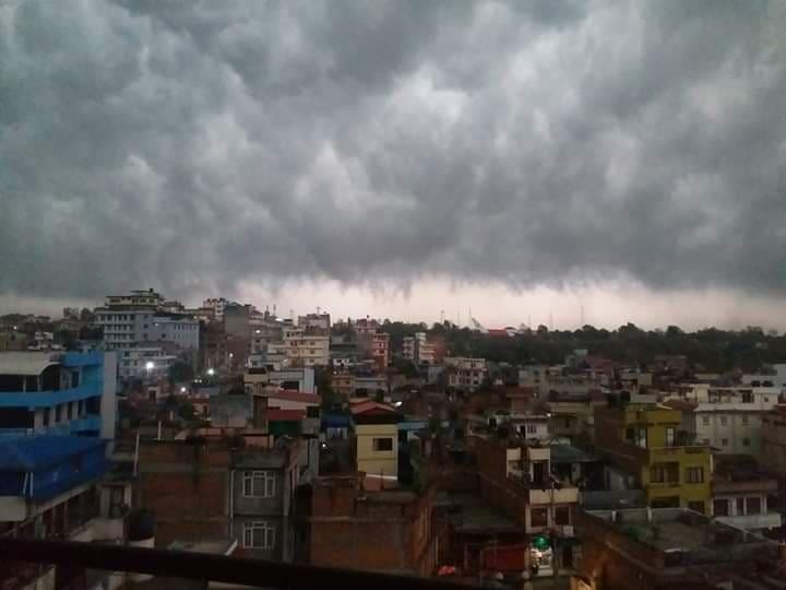 काठमाण्डौमा गड्यागं गुडुगं र हावाहुरी, बनभोज लगायतका कार्यक्रममा शनिबार मनाउने सर्बसाधारण योजना अन्यौलमा