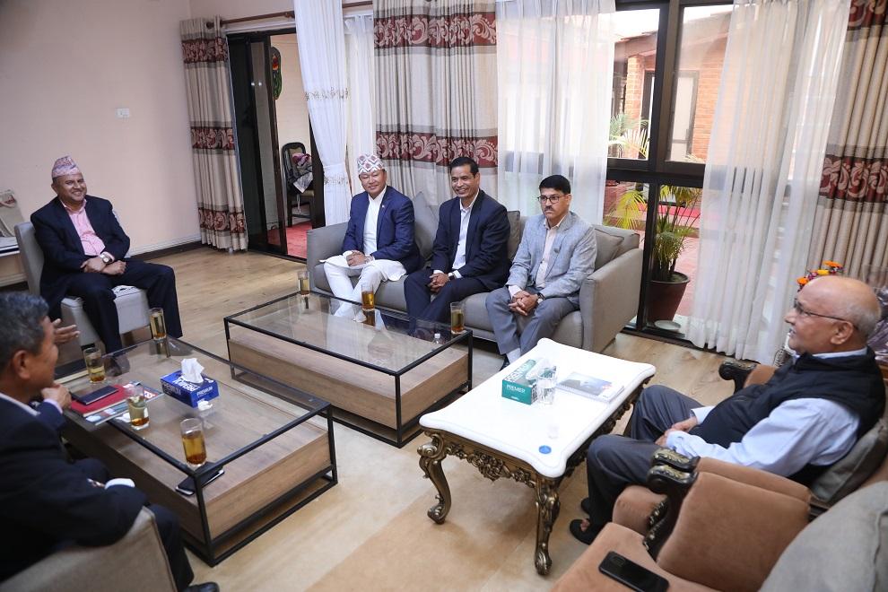 सातै  प्रदेशका  मुख्यमन्त्रीसंग प्रधानमन्त्री ओली वालुवाटारको गोप्य बैठकमा