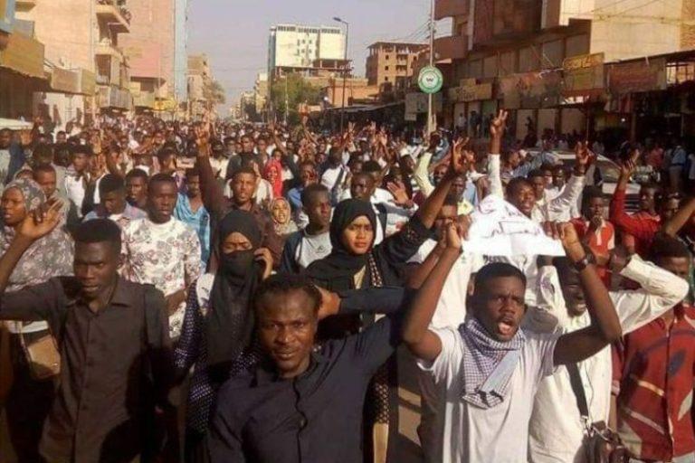 सुडानमा विरोध जारी, नियन्त्रणका लागि अश्रुग्यास र गोली प्रहार