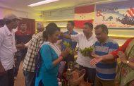 नेकपाका सयौँ नेता/कार्यकर्ता काँग्रेसमा, नेता गिरि र घिमिरेले स्वागत गर्दै लगाए टीका (फोटोफिचर)