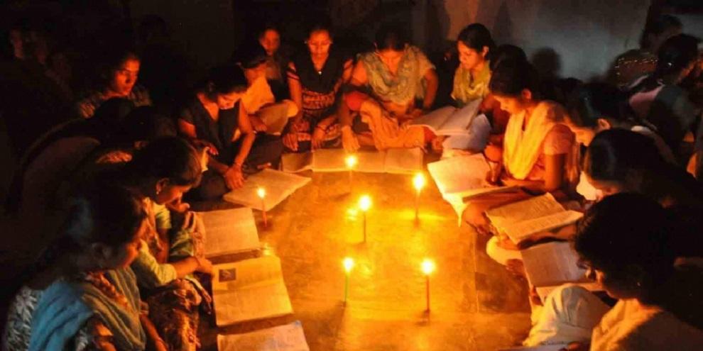 १० दिनदेखि बत्ती नहुँदा आधा गाउँ नै अन्धकारमा