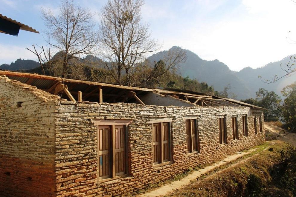 भवन अभावमा पठनपाठन प्रभावितः वर्षात्मा पानी र  हिउँदमा शीत तुषारो खस्छ