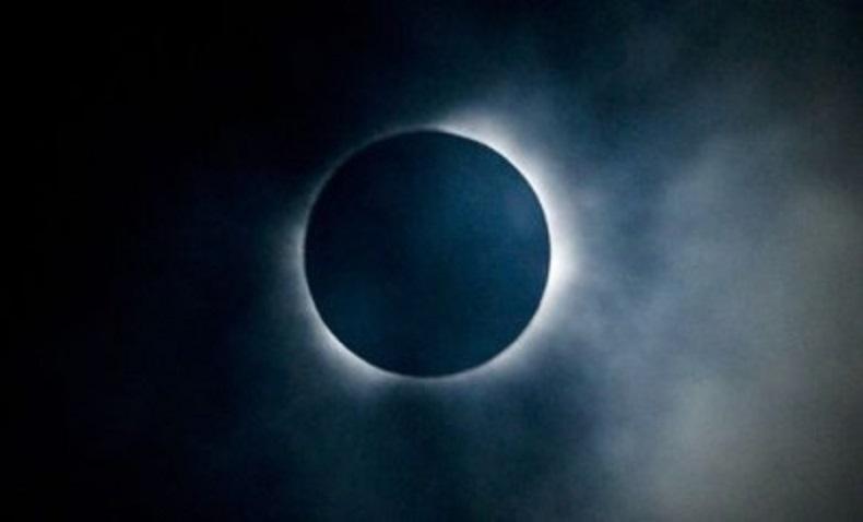 असार ३१ गते खण्डग्रास चन्द्रग्रहण