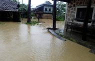 त्रियुगा नदीको बाँध फुटेर पाँच सय घर डुबानमा, सुरक्षाकर्मीद्वारा उद्दारकार्य जारी