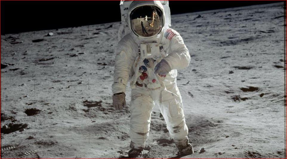 मानिसले चन्द्रमामा पाईला टेकेको ५० बर्ष, ब्रमाण्डलाई सानो बनाउने वैज्ञानिकको ईच्छा पुरा होस् ! (८तस्विर)
