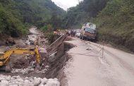 बाढीले क्षतिग्रस्त अरनिको राजमार्ग निर्माण गरिँदै