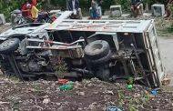 थाइल्याण्डमा विद्यार्थी बोकेको ट्रक पल्टिँदा १३ को मृत्यु