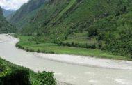 बिरामी बोकेको जीप अरुण नदीमा  खस्दा ६ जना बेपत्ता