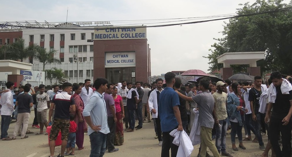 मेडिकल कलेज आन्दोलन– प्रहरीद्वारा १५ विद्यार्थी पक्राउ