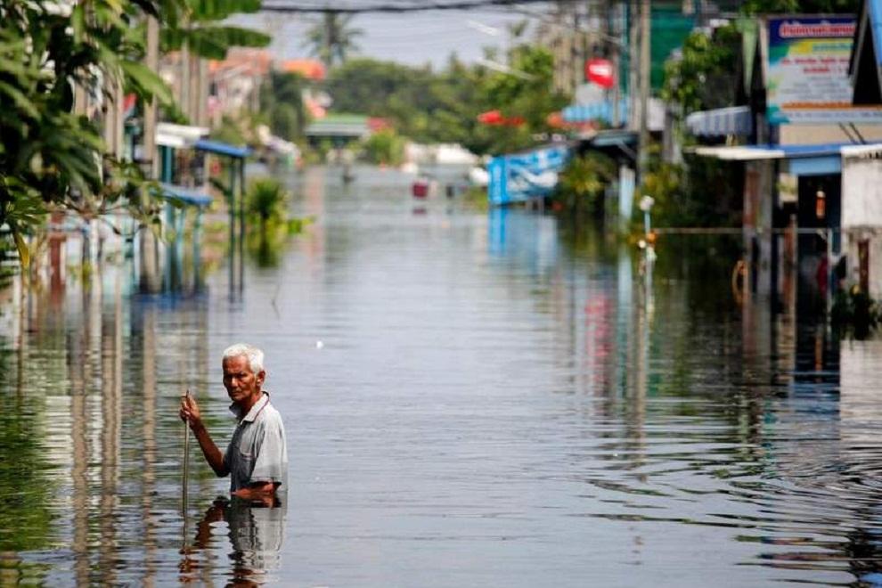 थाइल्याण्डमा बाढीका कारण २० हजार नागरिक फसे