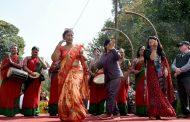 नेकपा चियापनः काङ्ग्रेस र मधेशवादी दलका नेतालाई एकै ठाउँमा उभ्याएर एकताको सन्देश