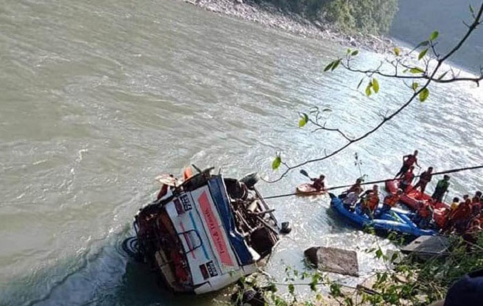 सुकुटे बस दुर्घटनामा अहिलेसम्म १७ जनाको निधन, तीव्रगति र बढी लोडका कारण दुर्घटना (अपडेट)