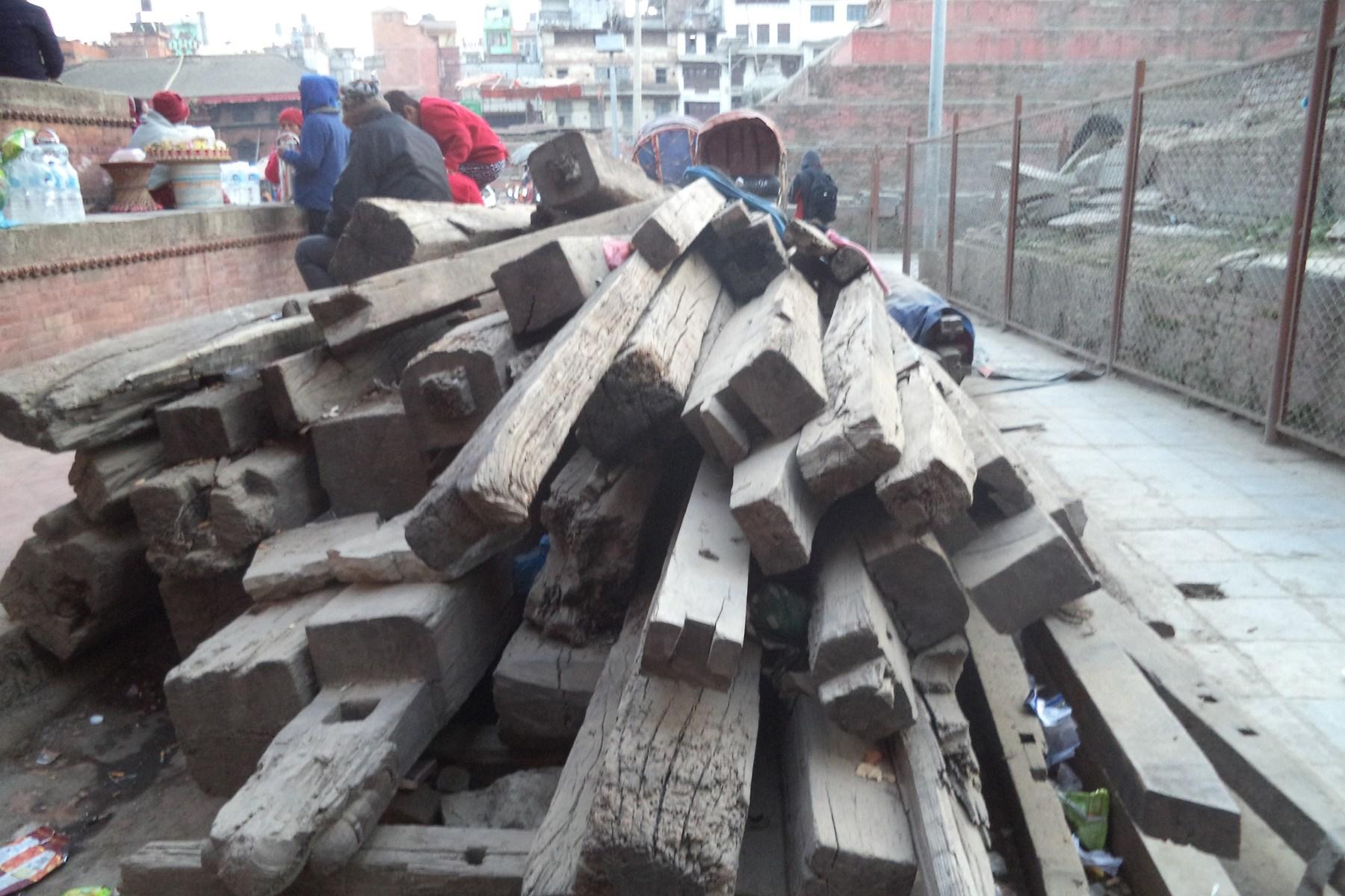 काष्ठमण्डपका लागि थप काठ धनगढीबाट ल्याइने