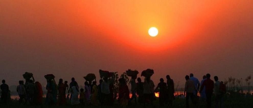 छठको रौनक चारैतिरः  आज सन्ध्याकालीन अघ्र्य दिई पूजापाठ गरिने