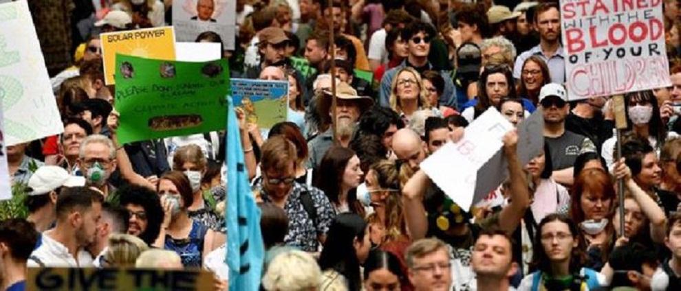 प्रदूषण नियन्त्रण गर्न माग गर्दै अष्ट्रेलियामा प्रदर्शन