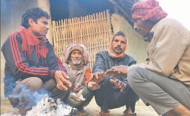 दलित बस्तीमा 'घुर' : जाडो छल्ने सहारा