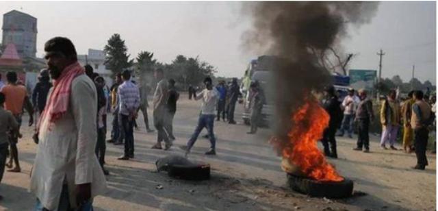 मजदुर आत्महत्याले तात्यो  सिरहाको गोलबजार, पूर्व–पश्चिम राजमार्ग अवरुद्ध
