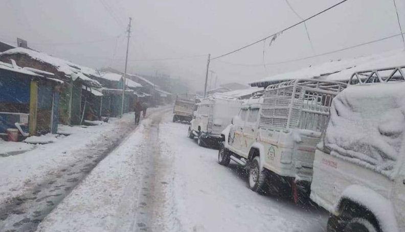 हिमपातले अवरुद्ध राजमार्ग खुल्यो