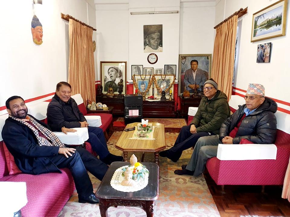 देउवा र पौडेलको असमझदारी हटाउन गणेशमान निवासमा सिंह र निधिसहितका नेताहरुको बैठक